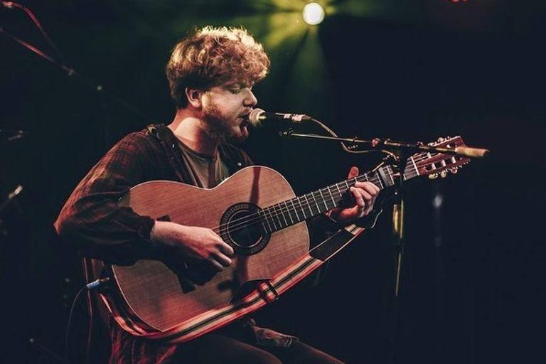 Singer-songwriter Thomas Ashby performing